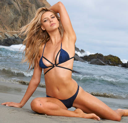 Kelly-Rohrbach-SI-Swimsuit-2015-10_f3b75749b3