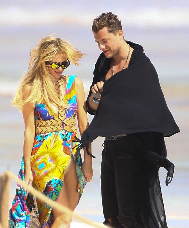 Exclusive... 52277909 Heiress Paris Hilton and a mystery man are seen enjoying lunch on the beach while on vacation in Cancun, Mexico on January 9, 2017. The pair could be seen getting cozy while on the beach. Paris had a little bit of a wardrobe malfunction when the wind blew up her dress revealing what was under her dress. ***NO USE W/O PRIOR AGREEMENT - CALL FOR PRICING*** FameFlynet, Inc - Beverly Hills, CA, USA - +1 (310) 505-9876 RESTRICTIONS APPLY: NO MEXICO