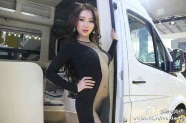 model-naked-auto-show-6