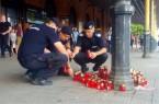 Peronul-unde-a-fost-ucis-politistul-din-Suceava-transformat-in-loc-de-pelerinaj.-Zeci-de-lumanari-au-fost-depuse-in-memoria-lui-Sorin-Vezeteu-4